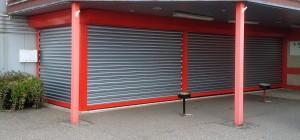 Stalen-beveiligingsrolluiken-buiten